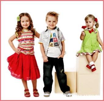 Детки в нарядной летней одежде