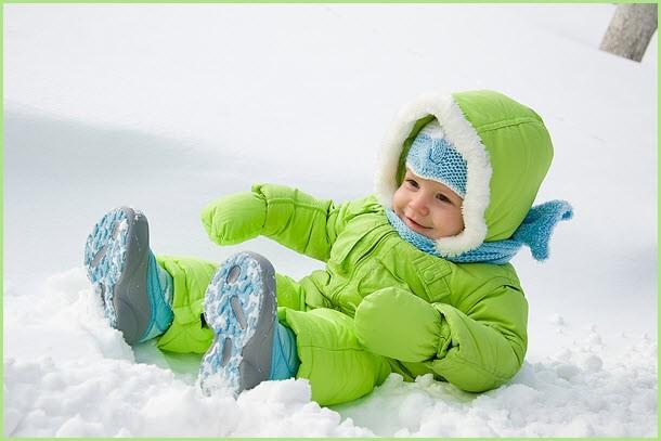 Малыш на снегу