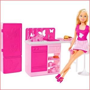 Барби на кухне