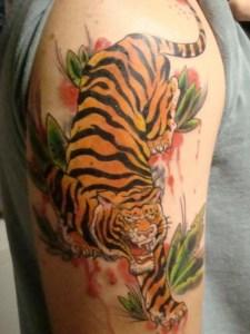 Тату тигр на охоте