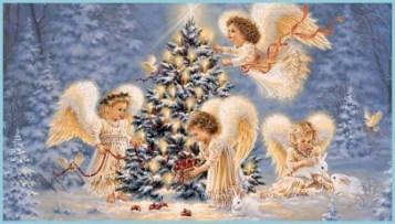 Рождественские ангелы у ёлки