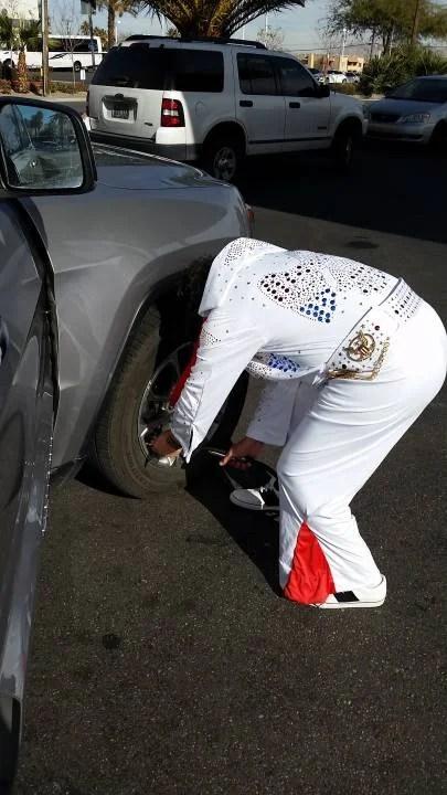 Porque o Elvis também calibrava pneu