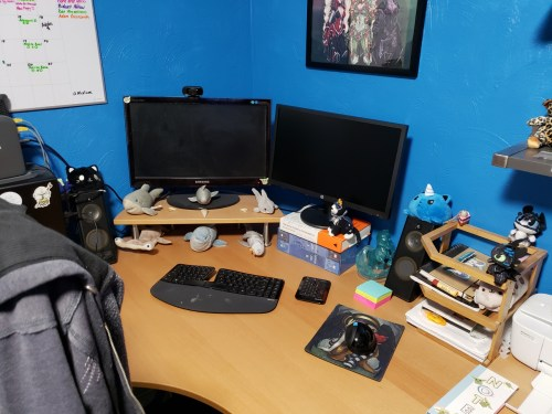 Two computer screen set-up