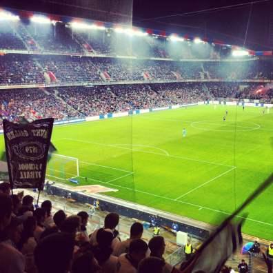 Die St.Galler Fans verfolgen das Spiel auf dem Oberrang.