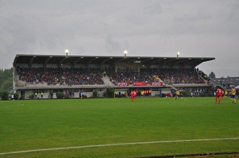 Die Tribüne im Herrenriedstadion