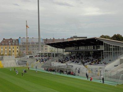 Haupttribüne des Grünwalder Stadions