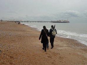 Familie am Strand von Brighton