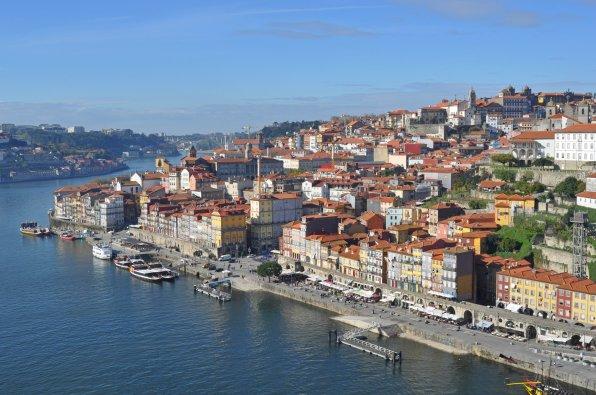 Malerischer Ausblick über die Stadt in Portugal