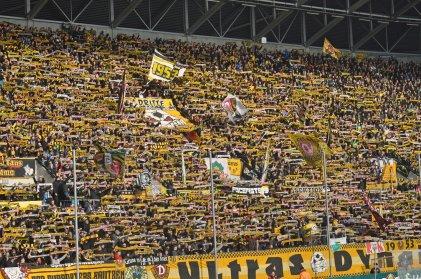 Schalparade im stimmungsvollen K-Block von Dynamo Dresden