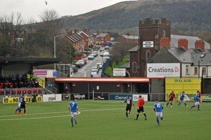 Sicht aus dem Stadion zur Anhöhe hin