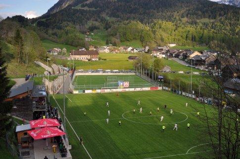 Panoramaansicht von weit über dem Spielfeld