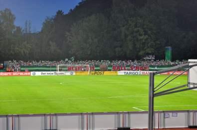 FCA-Fans mit einer Choreo zum Spielbeginn