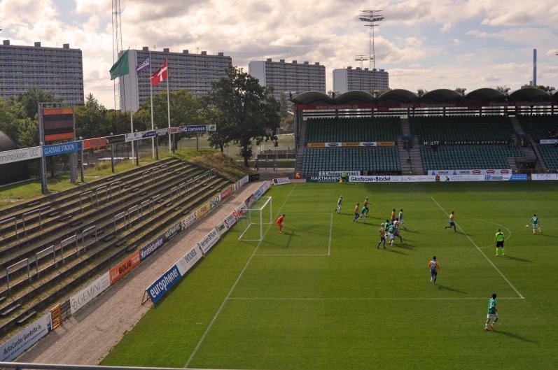 Strafraumszene im Stadion von Gladsaxe
