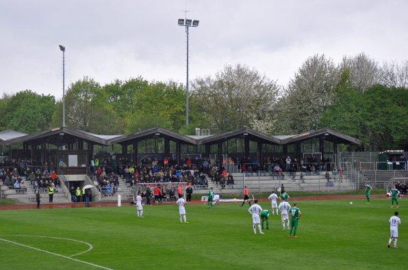 Die Tribüne im Stadion am See
