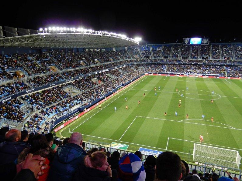Die Gegentribüne im Stadion Rosaleda