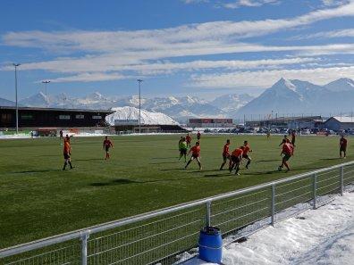 Das Bergpanorama ist der Star bei dieser Sportanlage