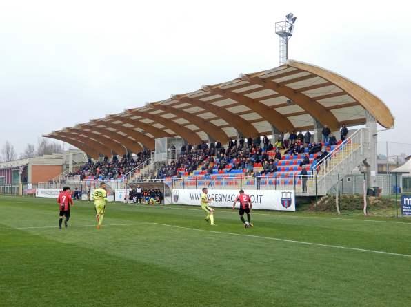 Die Tribüne beim Viertligaspiel in der Lombardei