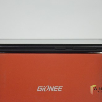 Gionee Pioneer P6 - Right Edge