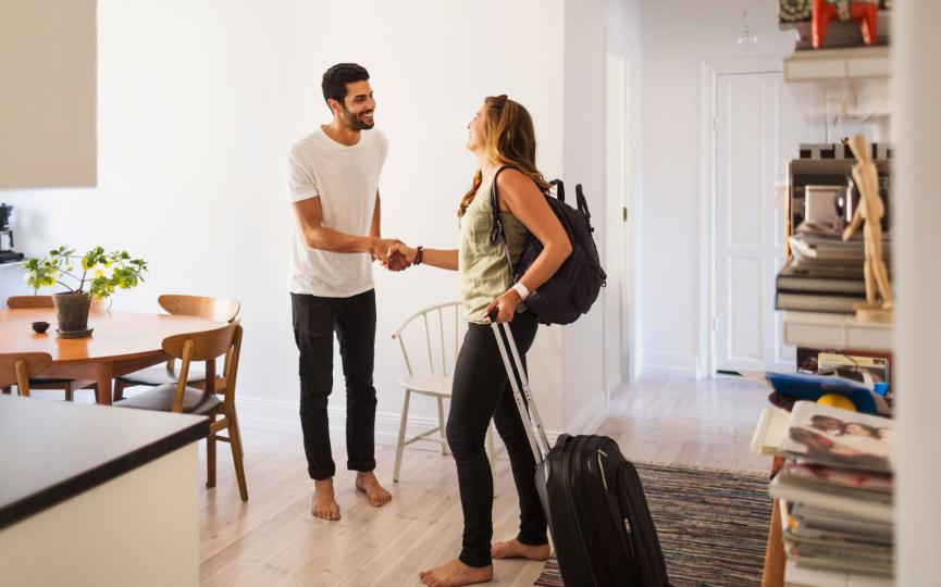 Airbnb ganar dinero viajando