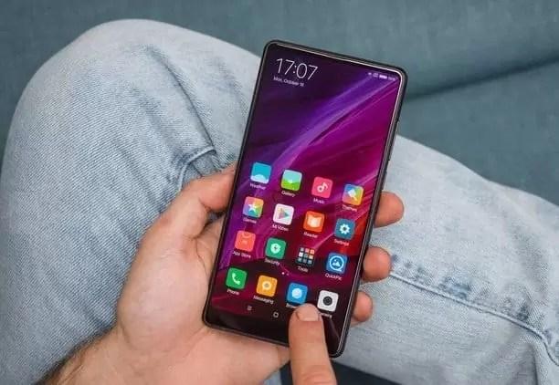 Xiaomi Mi 7 vai sair com suporte de carregamento sem fios 3