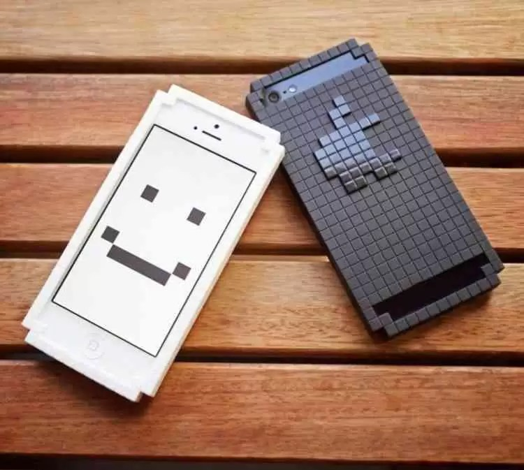 8 Bit Pixelated Iphone Case 0