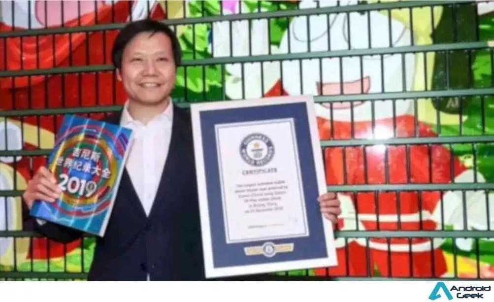 Xiaomi bate recorde do Guinness com uma gigantesca árvore de natal construída com smartphones 1
