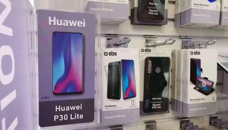 CEO da Huawei visto com o Huawei P30 Pro 16