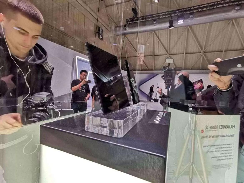 Já conhecem o Huawei Mate X com ecrã dobrável e 55W Super Charge? 1
