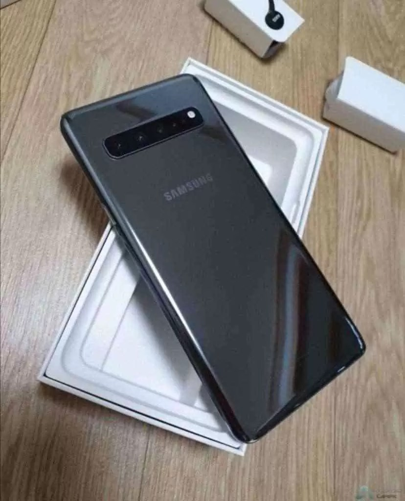 Caixa do Samsung Galaxy S10 5G mostra novo carregador rápido 3