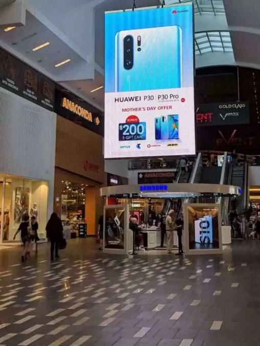 Huawei trola Samsung com outdoor gigante do P30 Pro em loja da empresa sul-coreana na Austrália 1