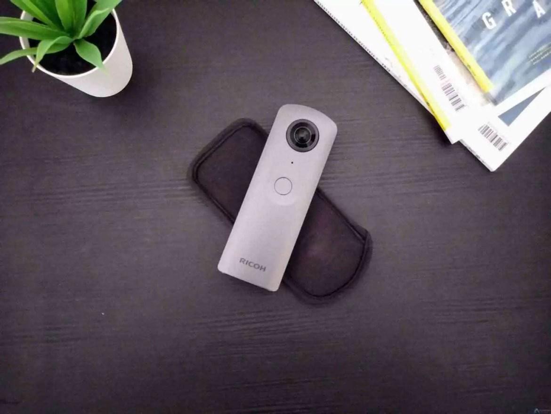 Análise Theta V a câmara 360 que podem levar para qualquer lado 3