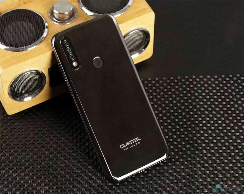 OUKITEL C17 Pro com câmara tripla e 4 GB + 64 GB de armazenamento entra em pré venda global por $ 84,99 2