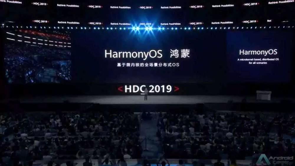 """HarmonyOS """"width ="""" 1000 """"height ="""" 563 """"srcset ="""" https://androidgeek.pt/wp-content/uploads/2019/09/HarmonyOS.jpg 1000w, https://www.gizmochina.com/ wp-content / uploads / 2019/08 / HarmonyOS-300x169.jpg 300w, https://www.gizmochina.com/wp-content/uploads/2019/08/HarmonyOS-768x432.jpg 768w, https: // www. gizmochina.com/wp-content/uploads/2019/08/HarmonyOS-696x392.jpg 696w, https://www.gizmochina.com/wp-content/uploads/2019/08/HarmonyOS-746x420.jpg 746w """"tamanhos = """"(largura máxima: 1000px) 100vw, 1000px"""" /> Agora, Richard Yu, CEO da Huawei, disse durante uma entrevista aos orgãos de comunicação que, se a situação não mudar com o governo dos Estados Unidos, a empresa começará com o HarmonyOS, a começar com o smartphone Huawei P40 no próximo ano.também confirmou que o HarmonyOS está pronto para smartphones, mas a empresa está à espera para ver se a situação com os Estados Unidos muda.também revelou que a App Store da empresa chamada """"App Gallery"""" está pronto e """"Huawei Mobile Services"""" voltará colocar os serviços do Google. O desenvolvimento parece estar alinhado com o plano da empresa. No mês passado, a empresa afirma que tem <a href="""