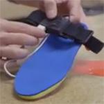 Solepower: Spezielle Schuhsohle soll beim Gehen den Smartphone-Akku laden