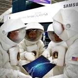 Microsofts Lumianauten wollten vom Galaxy S5-Terminal in Heathrow in eine neue Galaxie fliegen – doch das war nicht möglich!