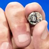 Intel Curie: Chip-Hersteller verwandelt Jackenknopf in einen Computer [CES 2015]