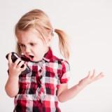 Unglaublich: Kinder verbringen rund 22 Stunden pro Woche mit dem Smartphone