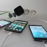 Mehrere Smartphones gleichzeitig Laden mit den hübschen 4Smarts USB-Ladekabel