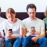 Die Smartphone-Sucht bekämpfen: So kommst du vom Handy weg