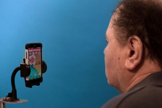 """Dank der App """"Open Sesame"""" wird es bald möglich sein, Android-Smartphones ohne Berührung des Bildschirms zu bedienen. (Foto: Amir Erel / Sesame Enable)"""