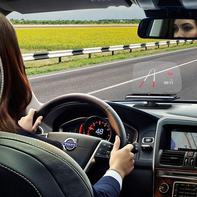 Dieses außergewöhnliche Gadget verwandelt dein Smartphone in ein Head-up-Display fürs Auto