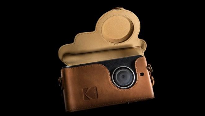 Passend zum Retro-Look gibt sich auch da Case als Kameratasche  (Foto: Kodak)