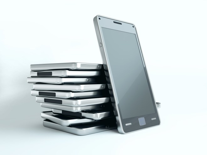 Wo kauft man Handys am günstigsten ein, über den Mobilfunker oder im Shop? (Foto: Shutterstock[Arsgera])