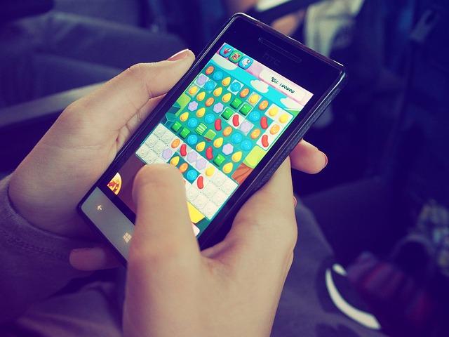"""""""Candy Crush"""" auf dem Smartphone - Quelle: Pixabay"""