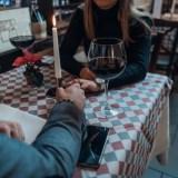 Guide für Casual-Dating: Wie es funktioniert und warum es online leichter klappt