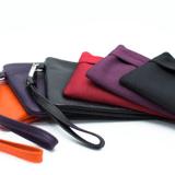 Damenhandtasche mit Induktions-Ladegerät