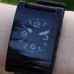 Armband-Uhr kann sich problemlos mit Smartphone verbinden