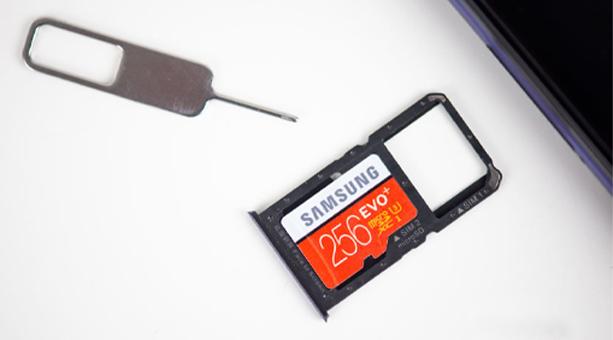 telefonda yer açmak için MicroSD kart kullanın