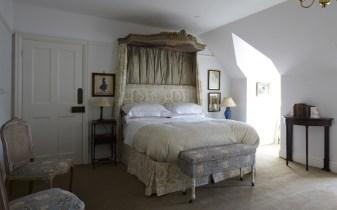 the-romantic-bedroom