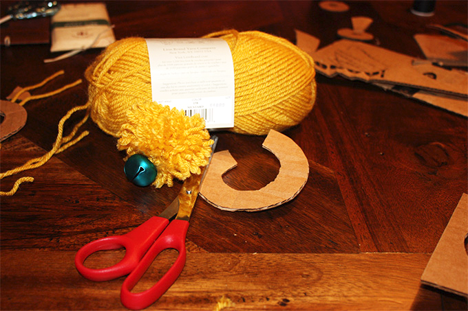 DIY: Pom-pom Cat Toy from Adventures In Making blog #craft #yarn #tutorial